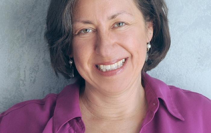 Dr. Miriam Komaromy