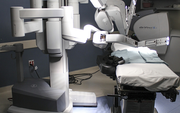 Robots Improve Cancer Surgery