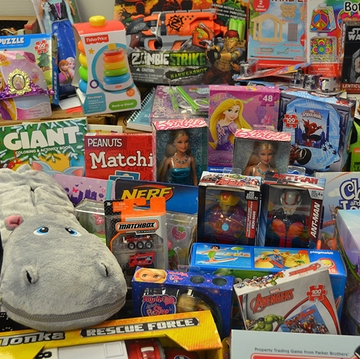 Albuquerque community helps brighten holidays