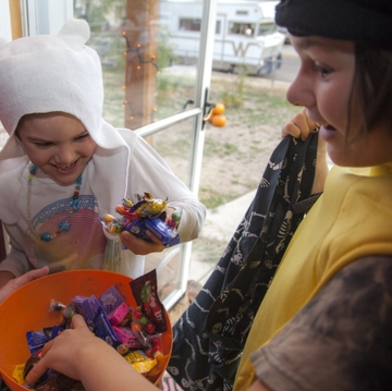 UNM dietitian offers tips on how to handle kids' Halloween haul