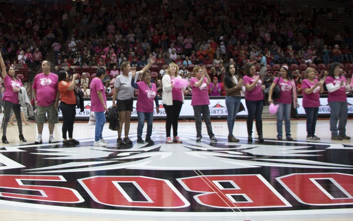 Lobos Love Pink Basketball Games