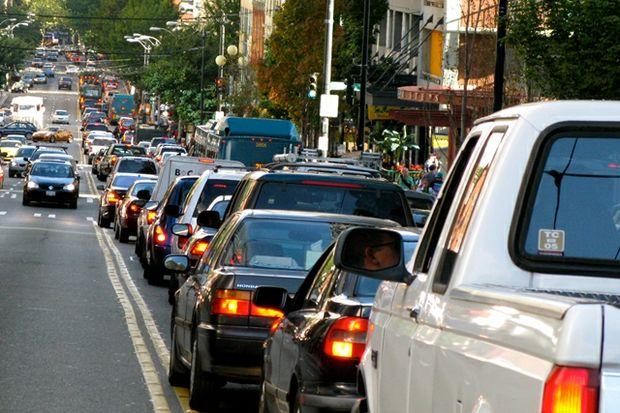 Traffic jam by Oran Viriyincy
