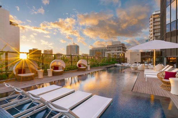 Hyatt-Centric-Waikiki-Beach-P045-Pool-Sunset_adapt_640_800