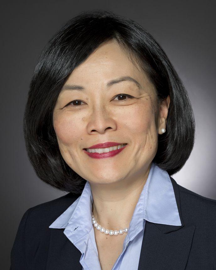 ЛЕДА ЧУН (Leda Chong), Старший вице-президент по государственным программам и заказам