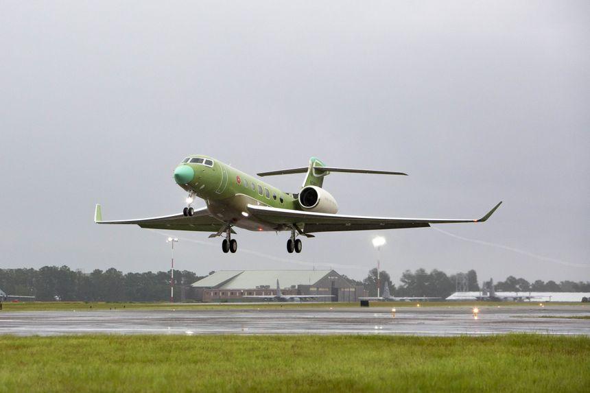 Gulfstream G600 совершил свой первый рейс всего через шесть с небольшим недель после третьего самолета.