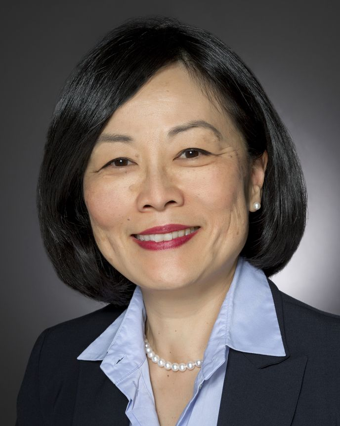 Leda Chong, 政府项目和销售高级副总裁