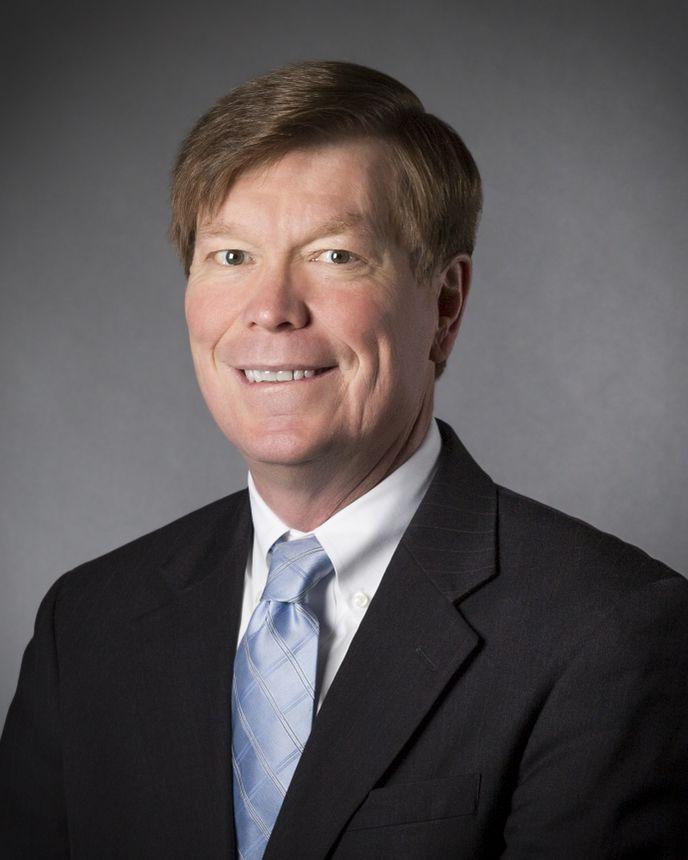 Dennis Stuligross, 运营部高级副总裁