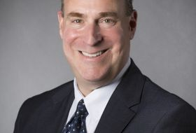 Ira Berman, 行政管理高级副总裁兼总法律顾问