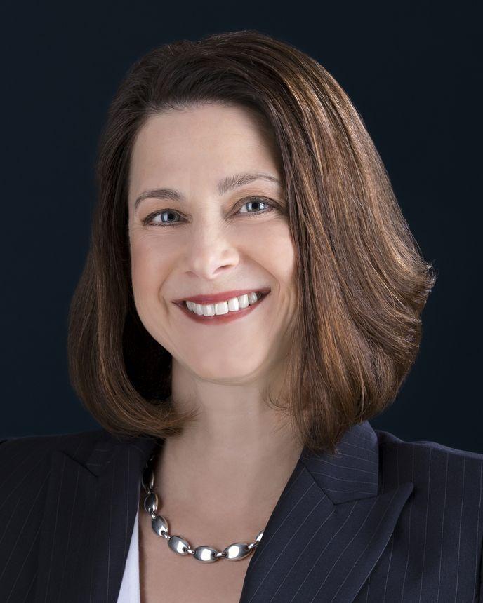 Jeannine Haas, 高级副总裁兼首席营销官
