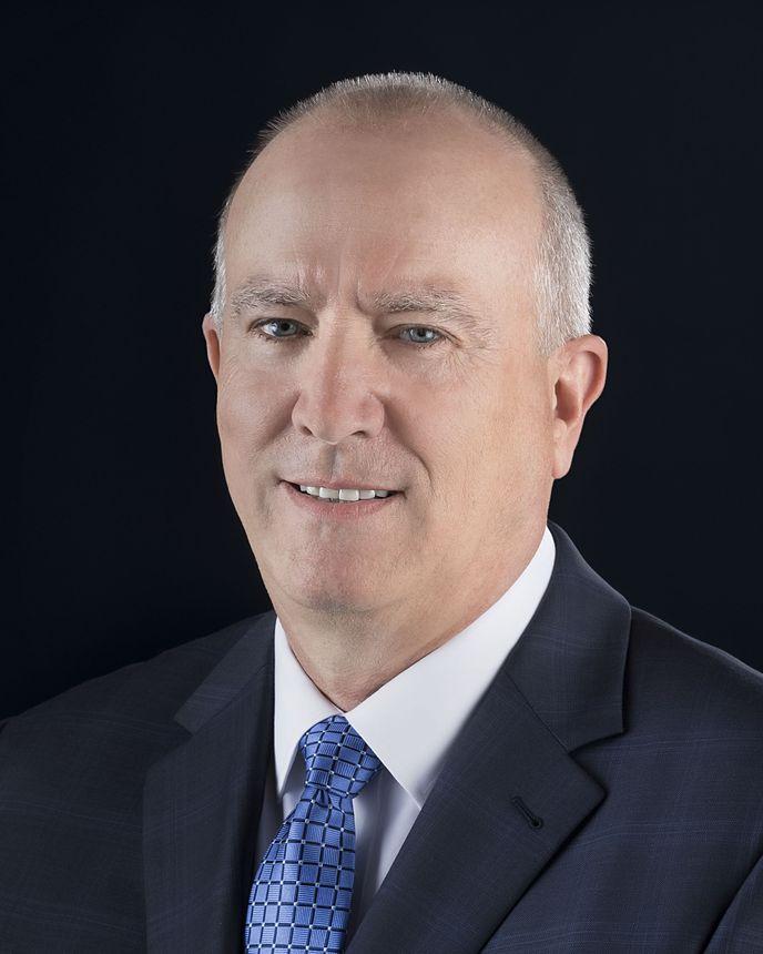 Greg Collett,生产与内装高级副总裁