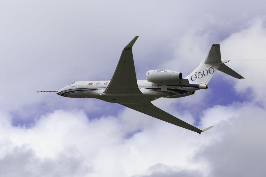 Gulfstream Aerospace Corp. anunció hoy que el G500 ha logrado varias metas en las pruebas de vuelo, como el haber superado las 100 horas de vuelo.