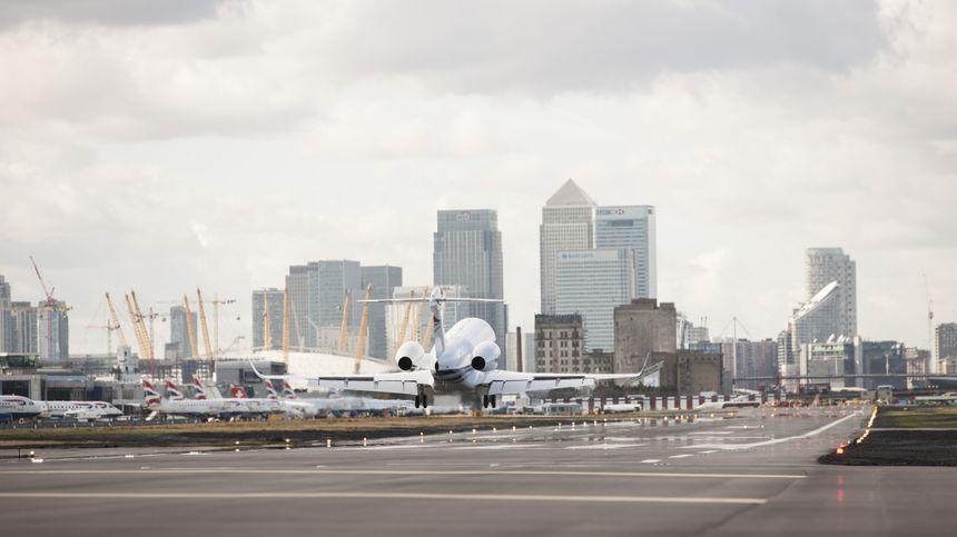 EL GULFSTREAM G280 REALIZA OPERACIONES DE PRUEBA EN EL AEROPUERTO LONDON CITY 2