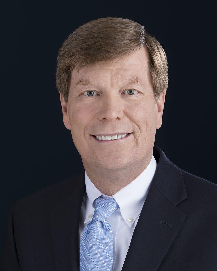 Dennis Stuligross, Vicepresidente sénior, Gestión de Programas, Calidad y Cadena de Suministro