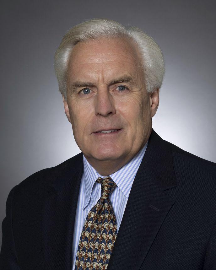 Dan Clare, Vice-presidente Sênior e Diretor Financeiro