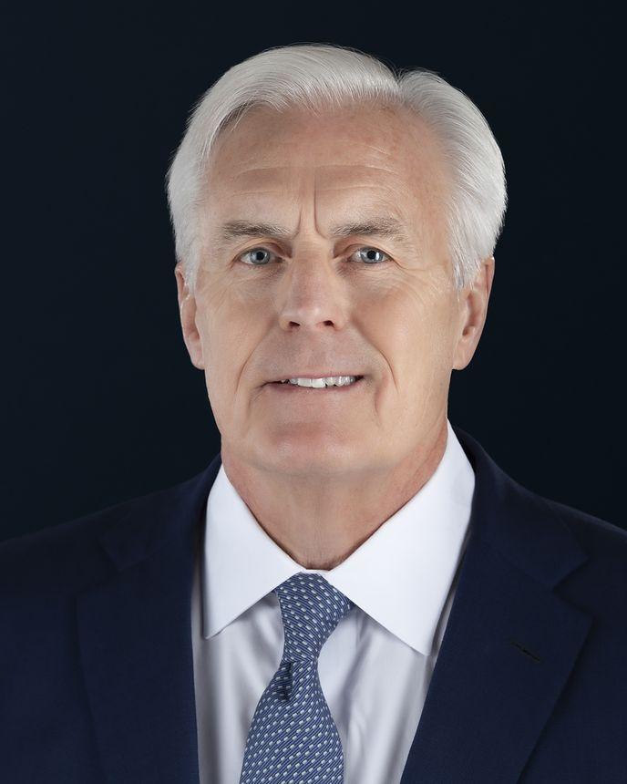 Dan Clare, Vice-presidente sênior, diretor de Tecnologias Empresariais e diretor de Finanças