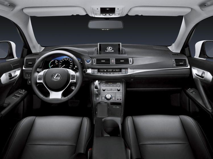 Lexus CT 200h INT 01