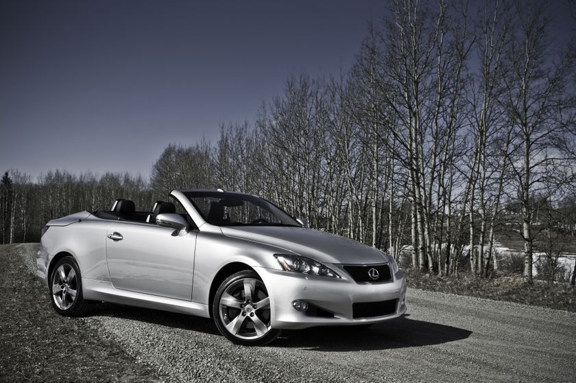 2011 Lexus IS C 02