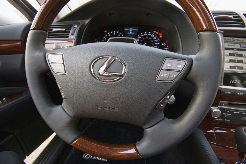 2011 Lexus LS460 16