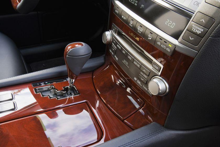 2011 Lexus LS460 26