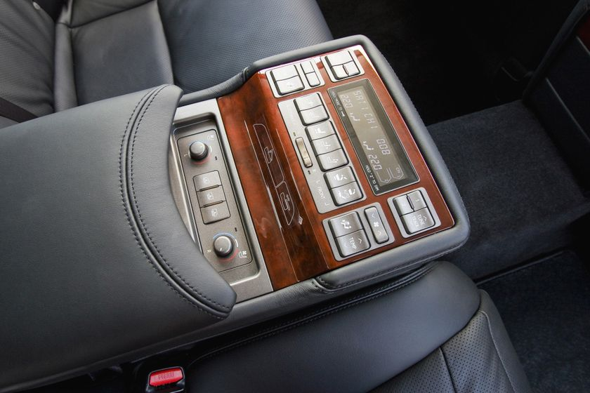 2011 Lexus LS460 34