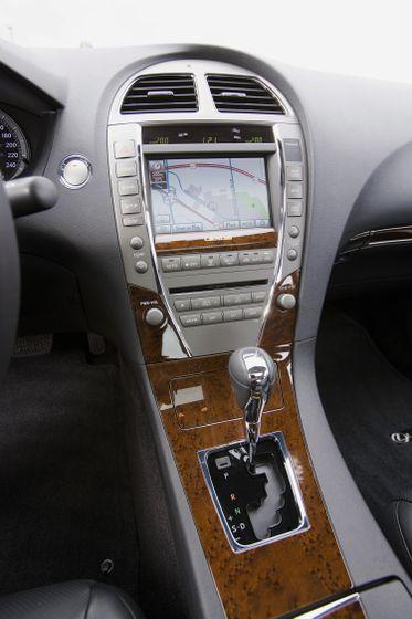 2011 Lexus ES350 25