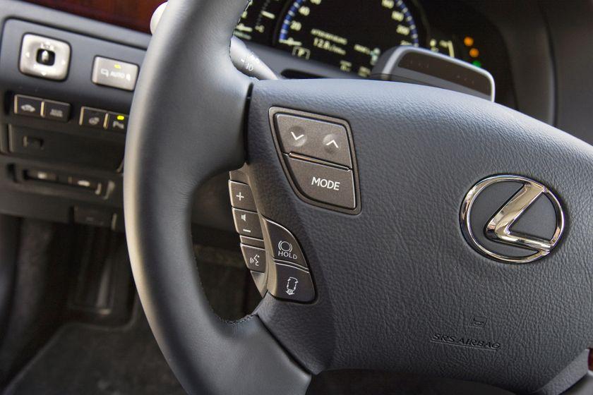 2011 Lexus LS 600h L 32