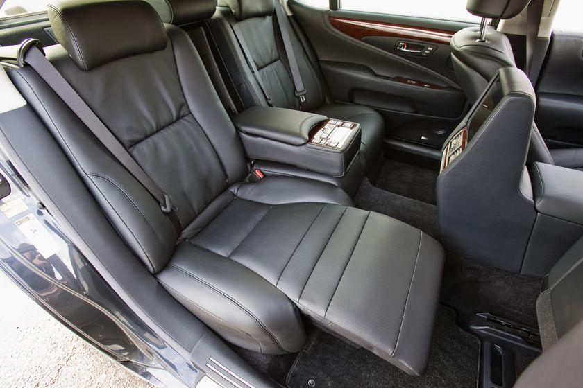 2011 Lexus LS 600h L 26