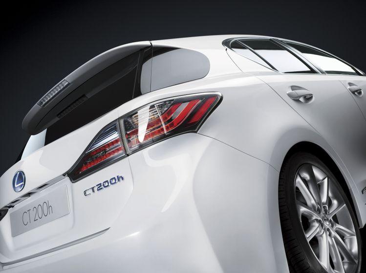 2011 Lexus CT200h 16