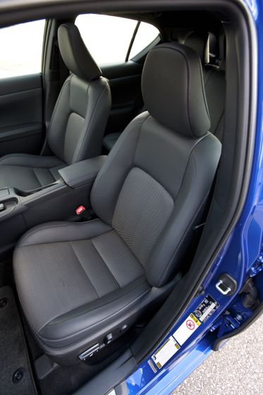 2012 Lexus CT 200h F-Sport 26