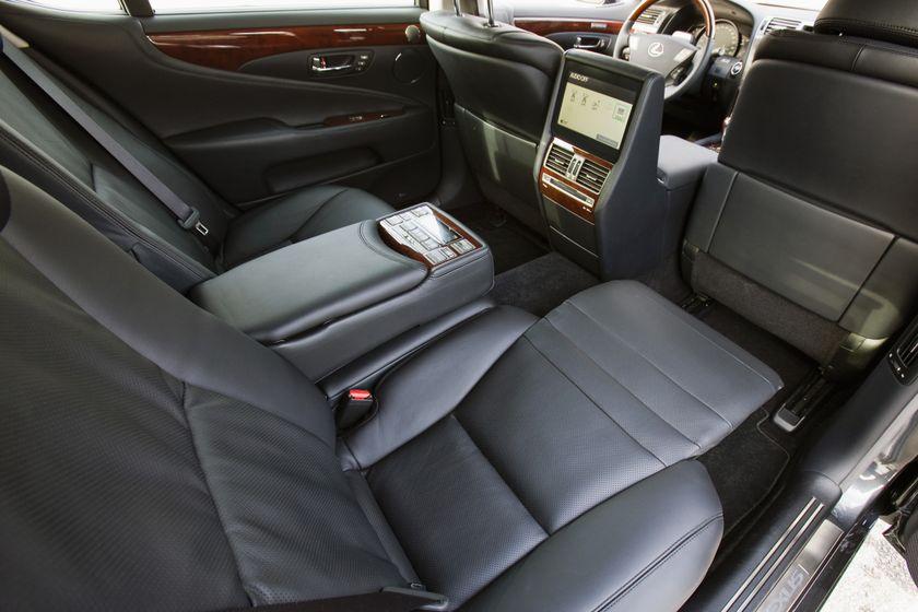 2012 Lexus LS 600h 25