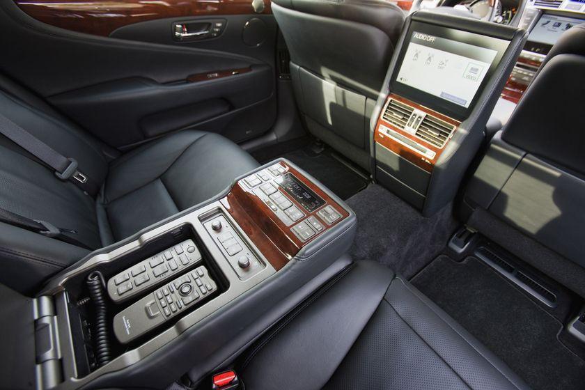 2012 Lexus LS 600h 27