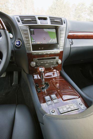 2012 Lexus LS 600h 33