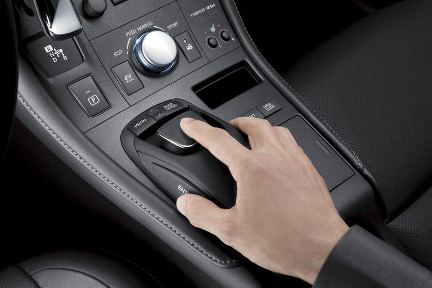 Lexus CT 200h INT 06