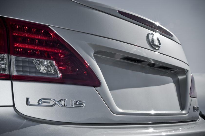 2011 Lexus IS C 21