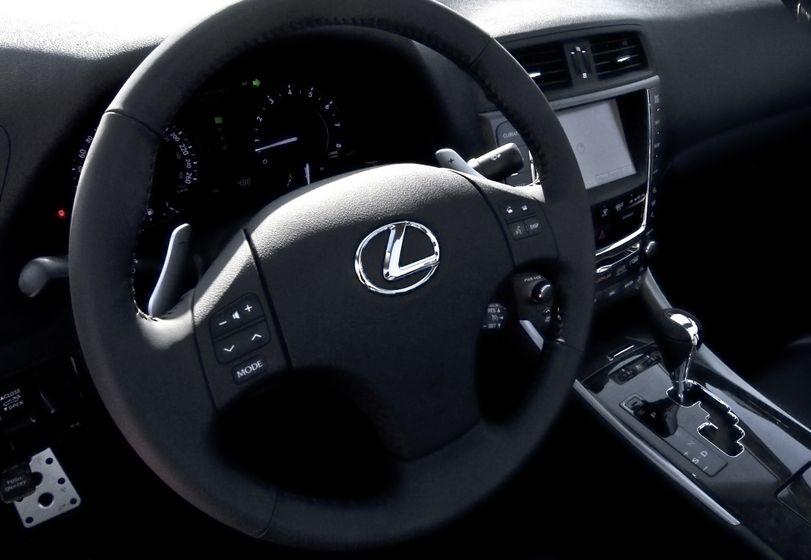 2011 Lexus IS C 08