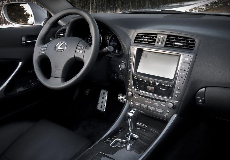2011 Lexus IS C 07