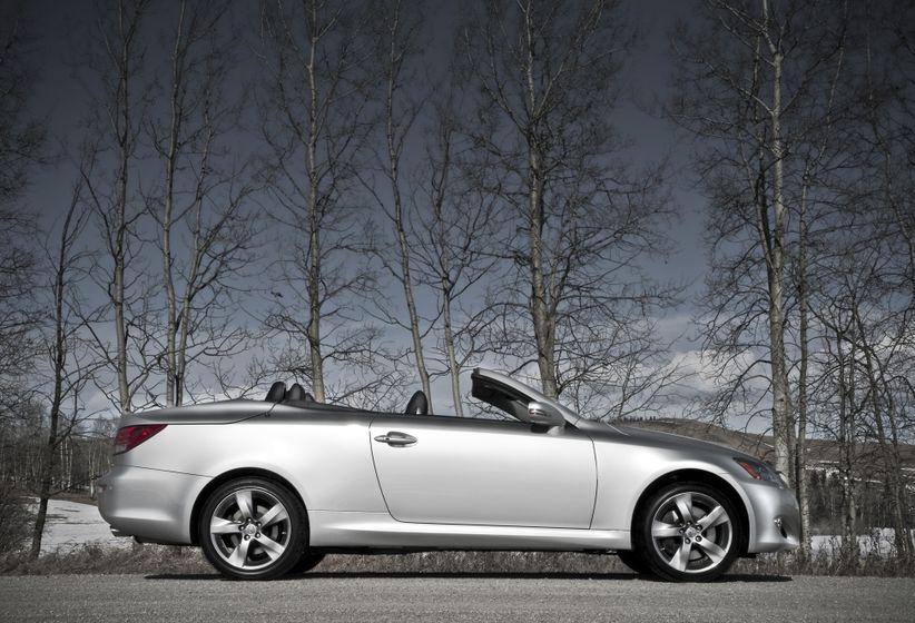 2011 Lexus IS C 04