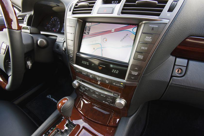 2011 Lexus LS460 18