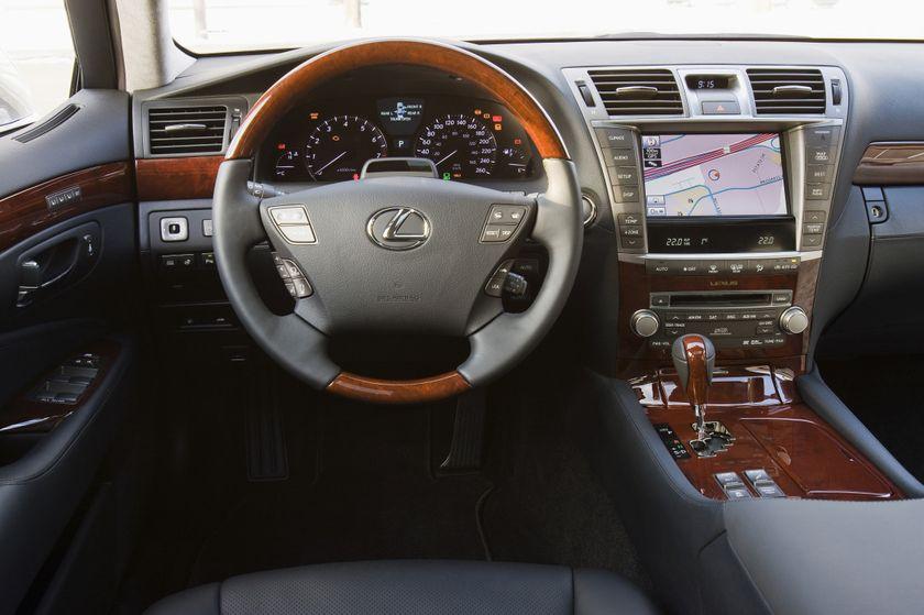 2011 Lexus LS460 12