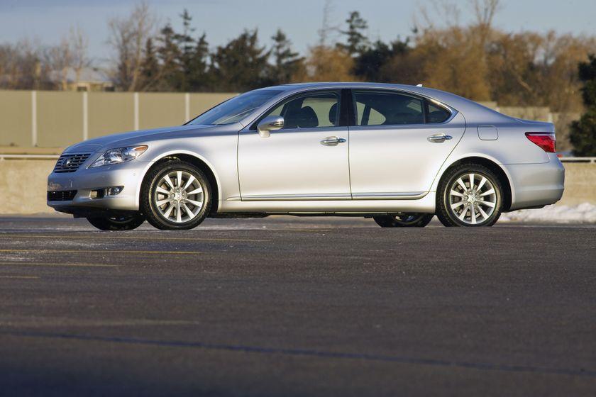 2011 Lexus LS460 01