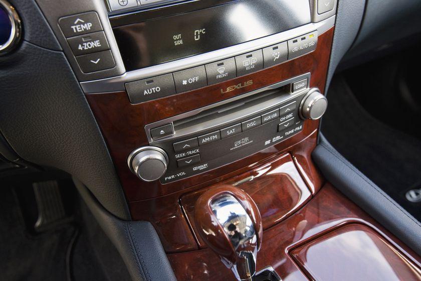 2011 Lexus LS 600h L 34