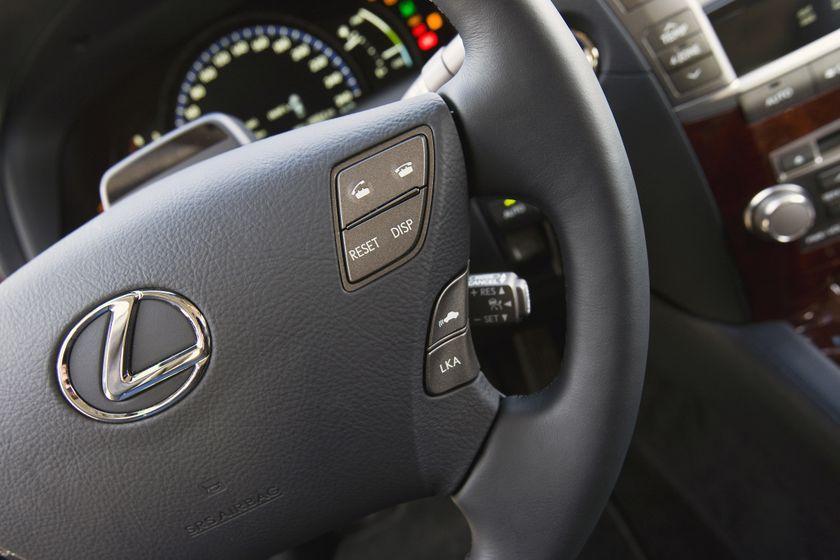 2011 Lexus LS 600h L 33