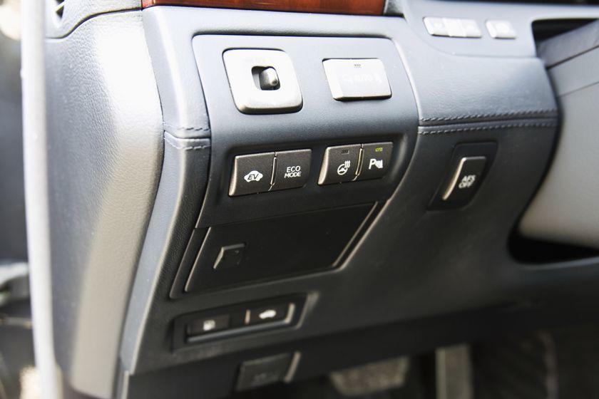 2011 Lexus LS 600h L 31