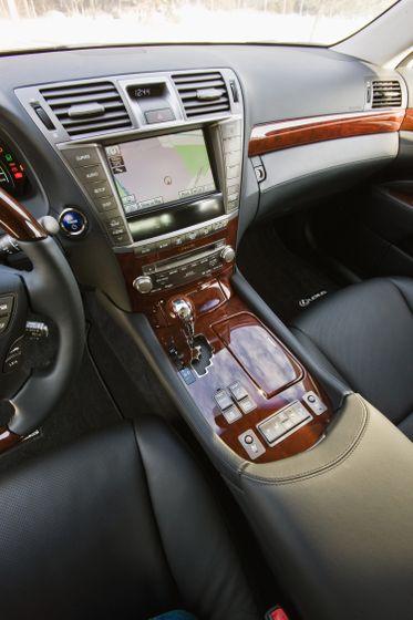 2011 Lexus LS 600h L 28