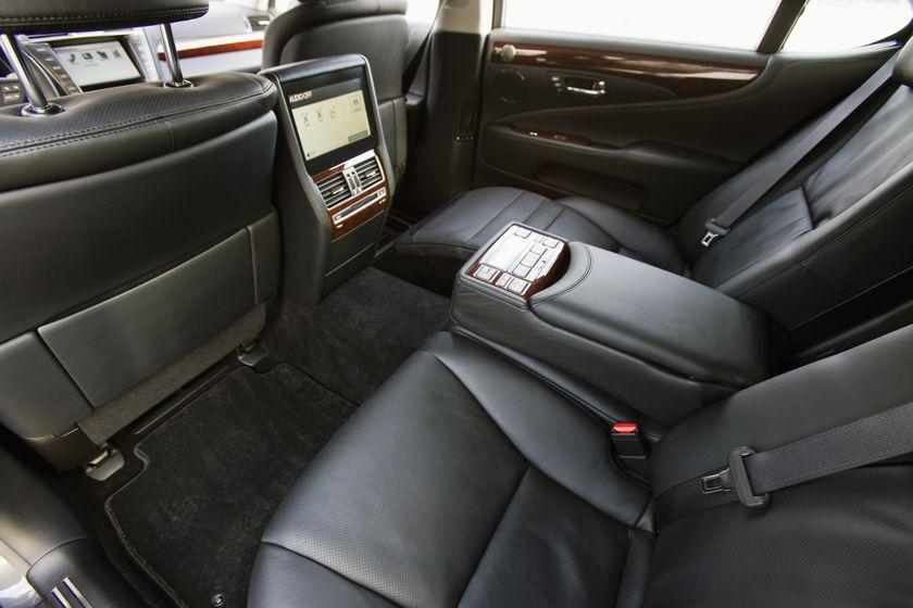 2012 Lexus LS 600h 24