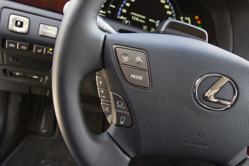 2012 Lexus LS 600h 30