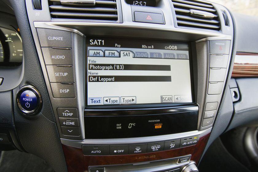 2012 Lexus LS 600h 42