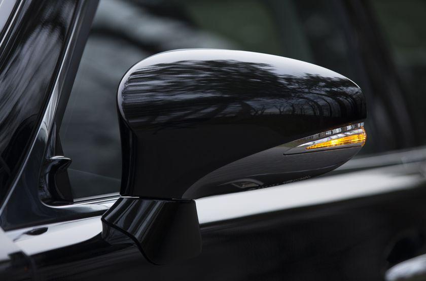 2013 Lexus LS460 25