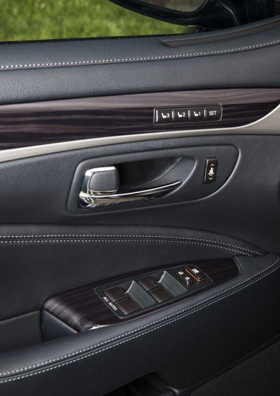 2013 Lexus LS460 31
