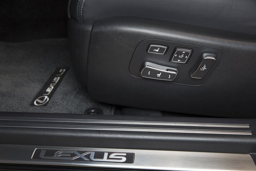 2013 Lexus LS460 32
